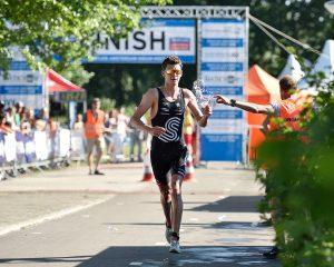 Menno Koolhaas op weg naar zijn eerste nationale triathlontitel in Amsterdam Sonja Jaarsveld